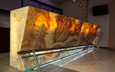 Combining Backlights and Onyx for a Dramatic Effect