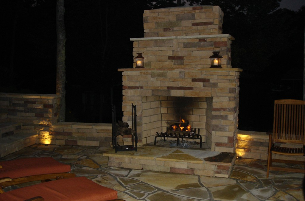 What Material Should I Use for an Outdoor Fireplace?